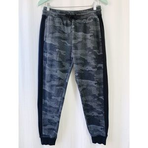 🌸2/$30 Black and grey camouflage print joggers